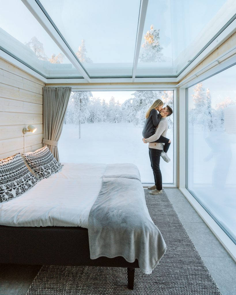 How To Take Stunning Travel Photos as a Couple - Renee Roaming - Finland Northern Lights Ranch