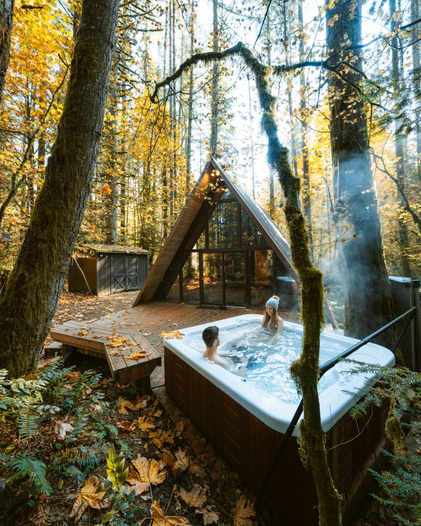 How To Take Stunning Travel Photos as a Couple - Renee Roaming - Washington Sky Haus