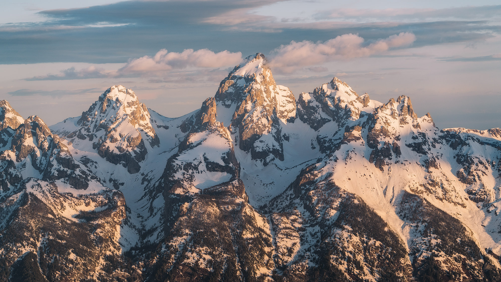 Unforgettable Scenic Flight Over Grand Teton & Yellowstone National Parks