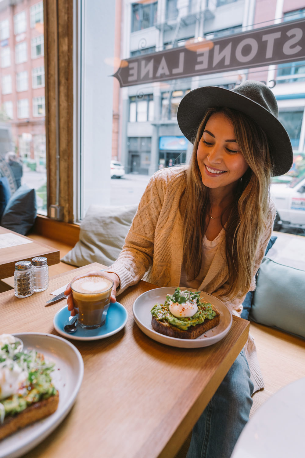 How-to-Spend-24-Hours-in-San-Francisco-Blue-Stone-Lane-Brunch-02-Renee-Roaming