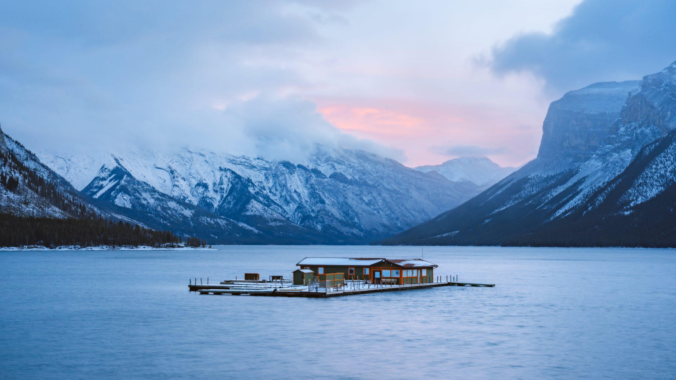 Planning a Trip toBanffin Winter - Lake Minnewanka Renee Roaming BANNER