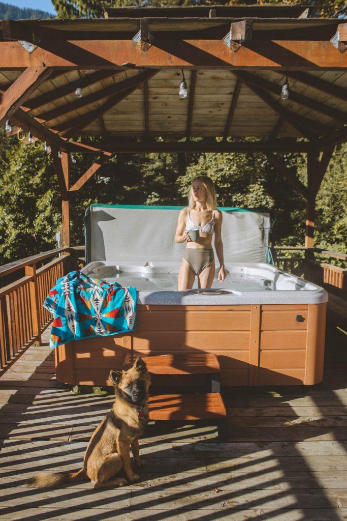 Cozy Cabins to Rent in Washington State - Skykomish Vida Hot Tub - Renee Roaming