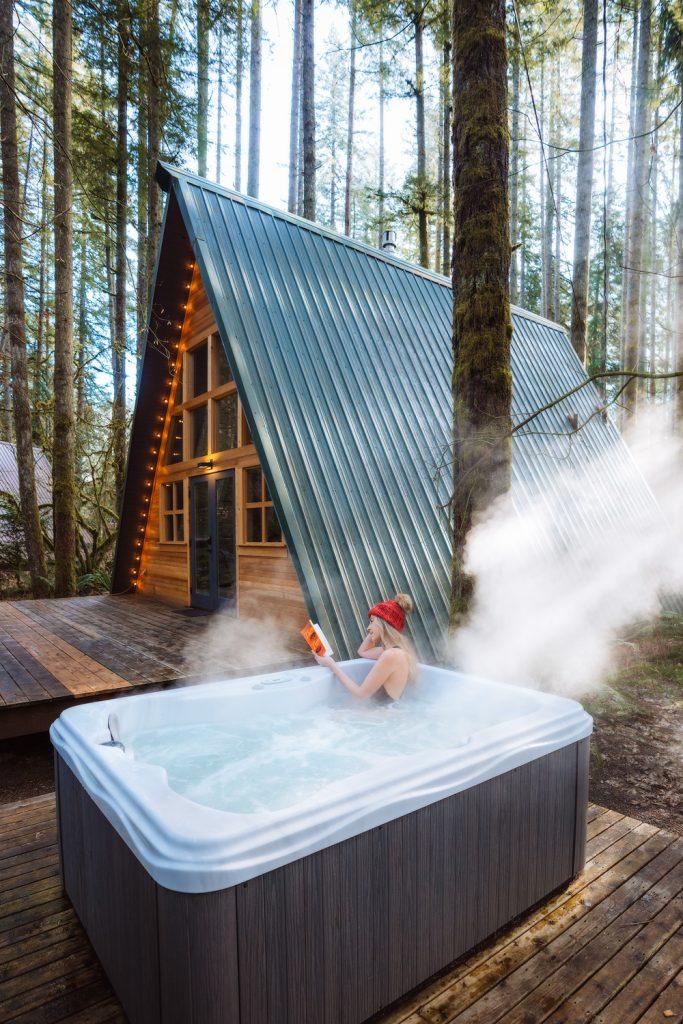 Cozy Cabins to Rent in Washington State - Tye Haus Cabin Hot Tub - Renee Roaming