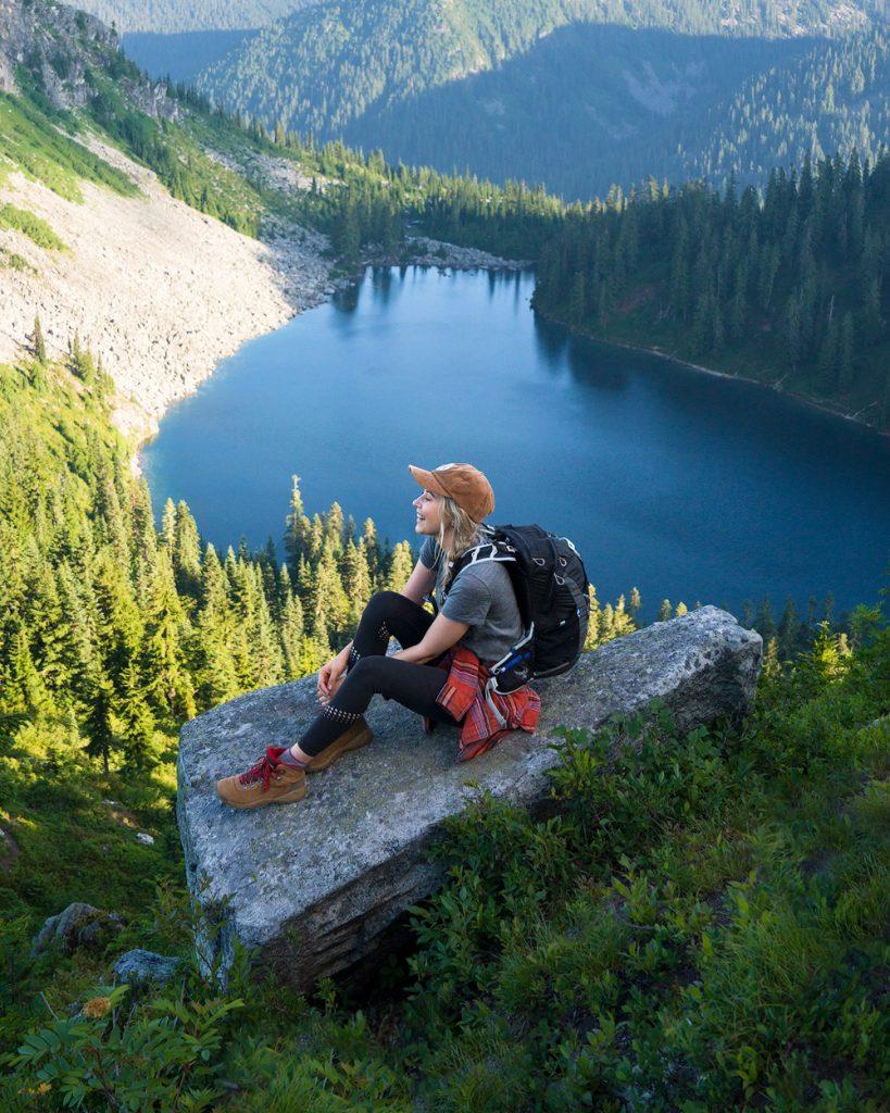 The Best Hiking Shoes for Women - Renee Roaming Hiking Boots Washington