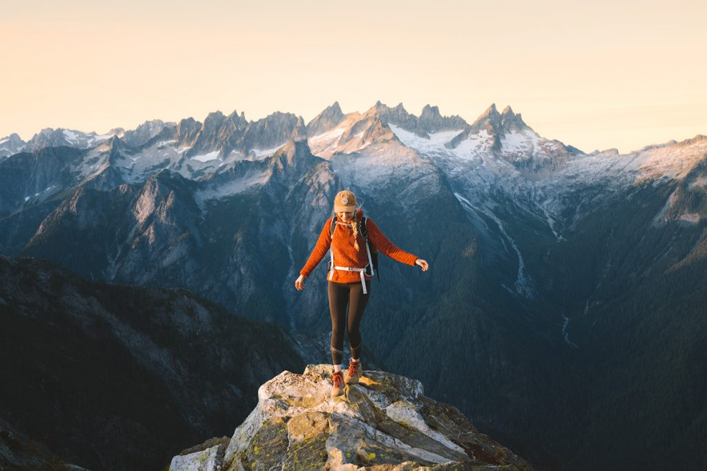 Best outdoor things to do during fall in Washington State - Hiking in North Cascades National Park