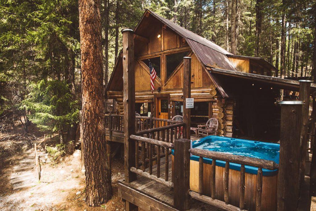 Cozy Cabins to Rent in Washington State - Guten Log Cabin - Renee Roaming