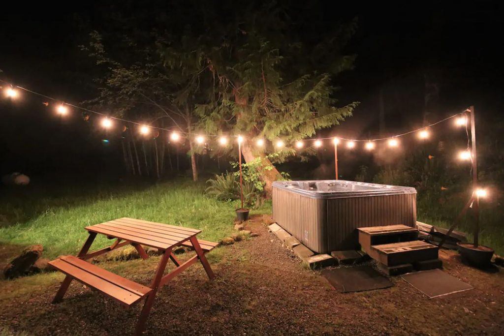 Cozy Cabins to Rent in Washington State - Mount Rainier Cabin Hot Tub - Renee Roaming