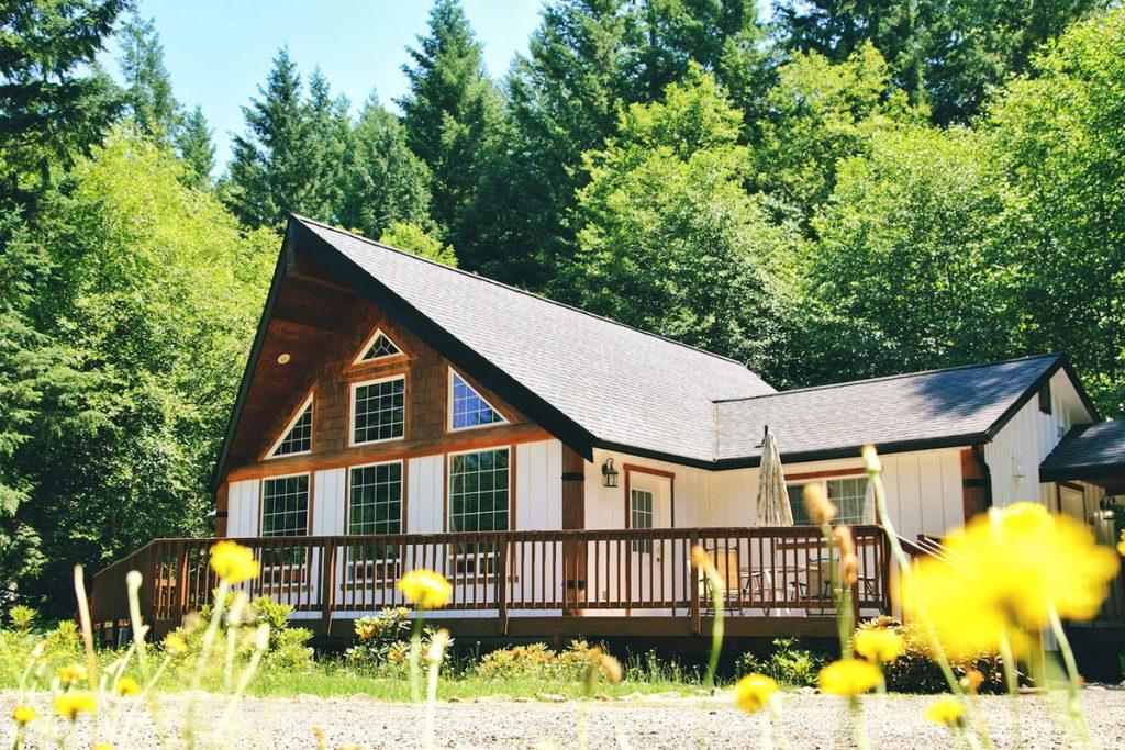 Cozy Cabins to Rent in Washington State - Mount Rainier Cabin - Renee Roaming