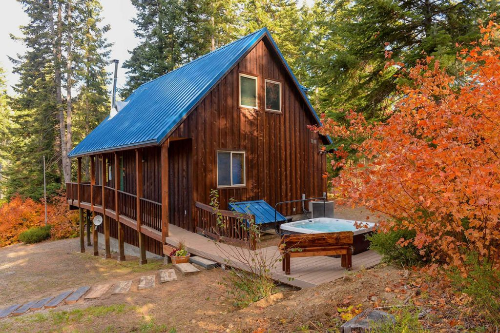 Cozy Cabins to Rent in Washington State - Rustic Leavenworth Cabin - Renee Roaming