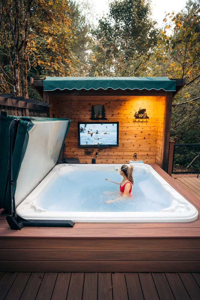 Treehouses to Rent in Washington State - Pete Nelson Original Tree House Hot Tub - Renee Roaming