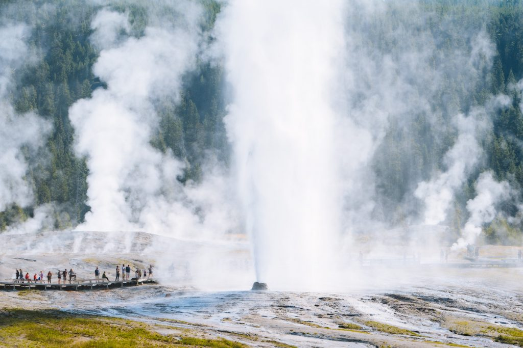 Ultimate Yellowstone National Park Guide and Itinerary - Beehive Geyser