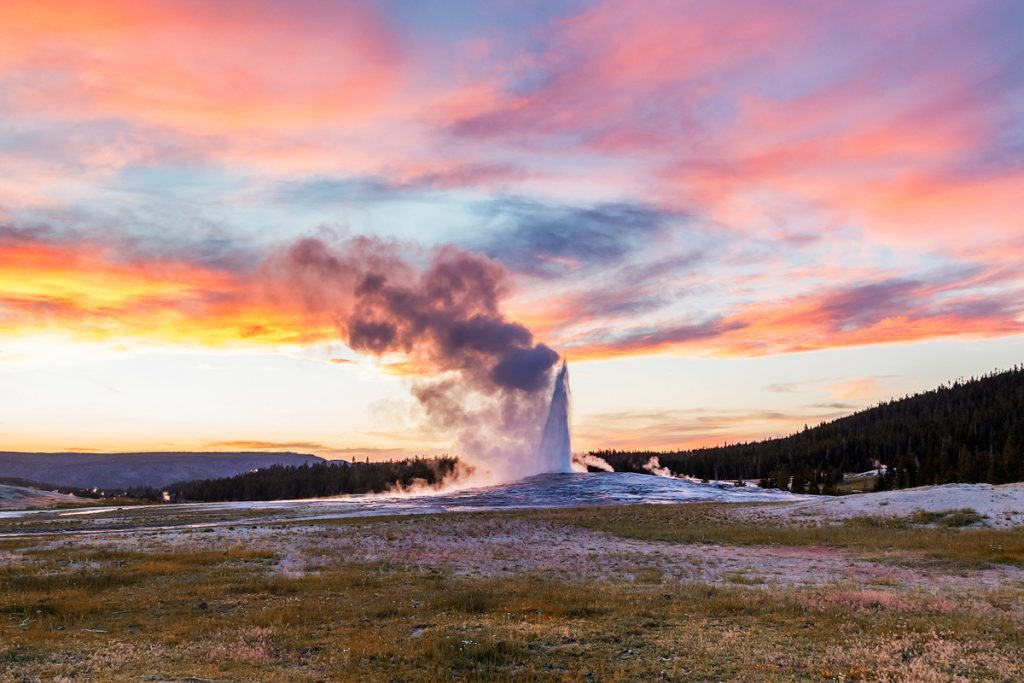 Ultimate Yellowstone National Park Guide and Itinerary- Old Faithful Geyser