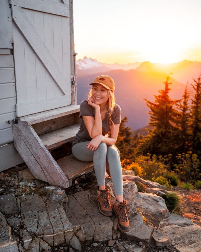 What to wear hiking as a woman - cute hiking outfit for women