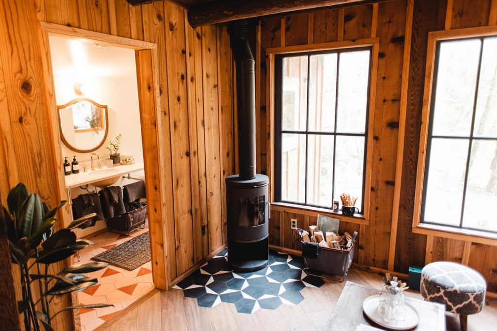 24 Dreamy Oregon Cabins You Can Rent - The Hide and Seek Cabin Fireplace