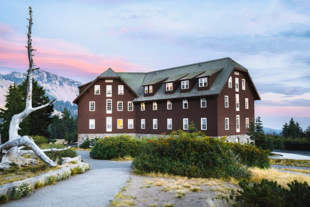 Best National Parks to Visit in Summer - Crater Lake Lodge