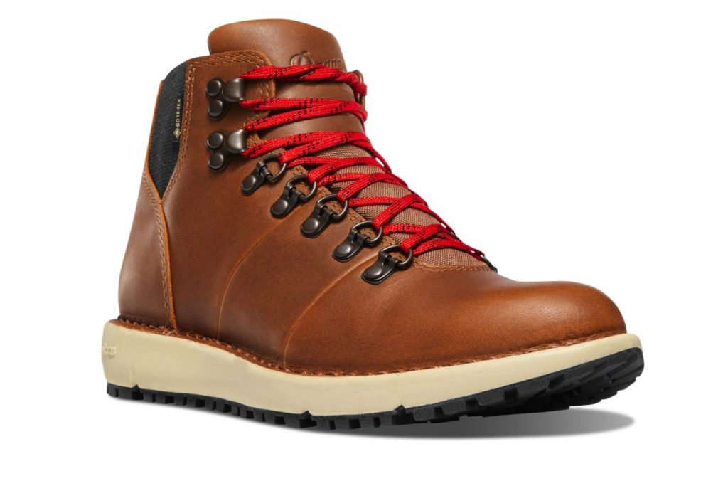Danner Boots Review and Buying Guide - Danner 917 Series Boots - Best Danner Boots for Traveling