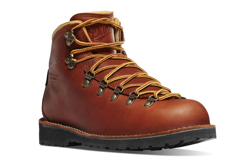 Danner Boots Review and Buying Guide - Danner Mountain Pass Boots - Best Danner Boots for Hiking and Traveling
