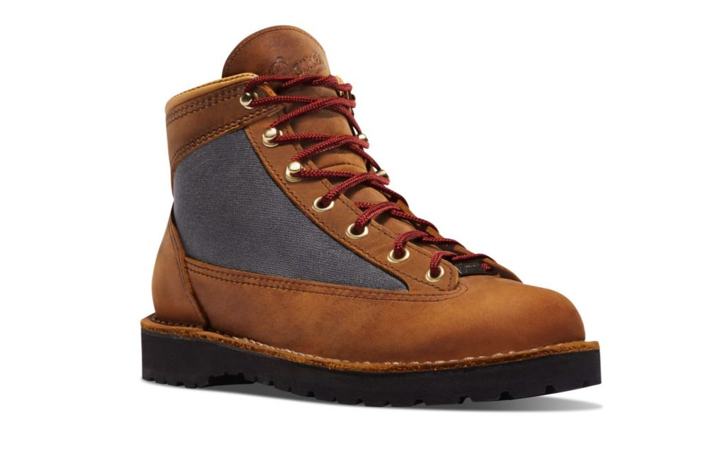 Danner Boots Review and Buying Guide - Danner Ridge Boots - Best Danner Boots for Hiking and Traveling