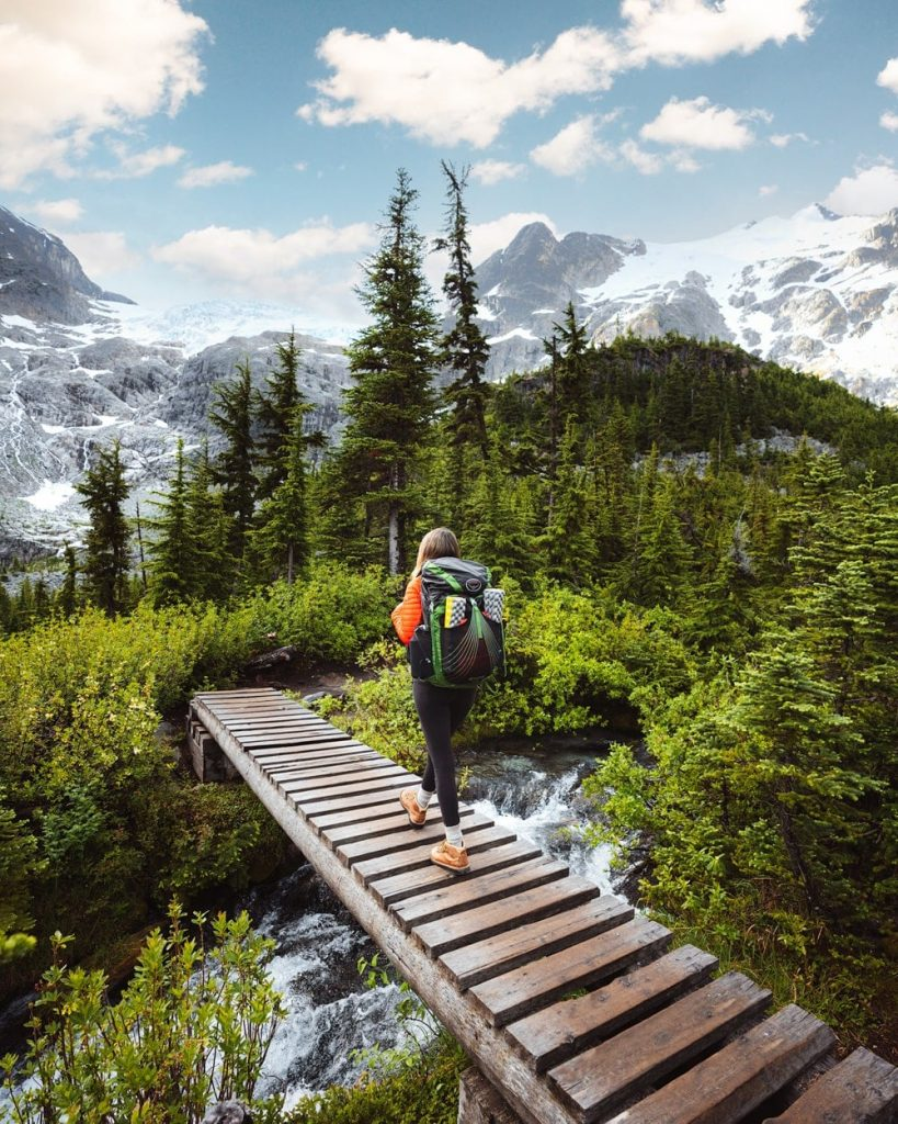 9 Backpacking Mistakes to Avoid - Must Know Beginner Backpacking Tips - Not Packing the 10 Essentials